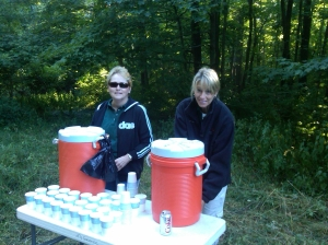 Pam and Ruth preparing glasses of water for the runners.